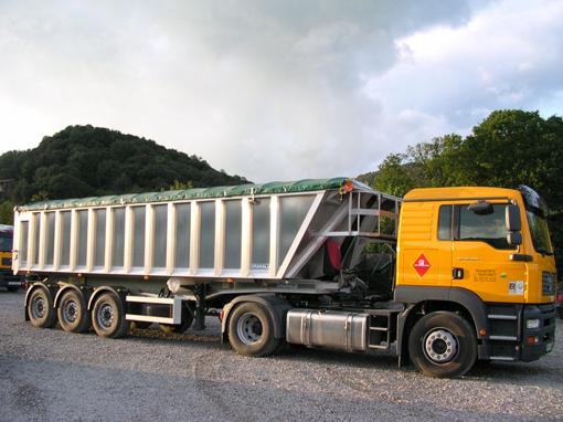 camiones transporte residuos limpieza fosas septicas